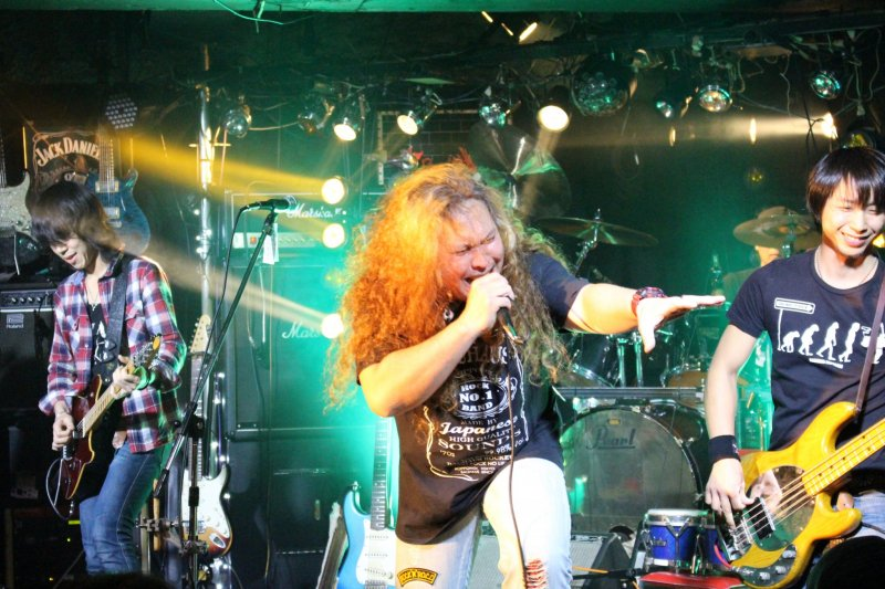 <p>Vocalists switch out between sets, each night may have up to five different singers</p>