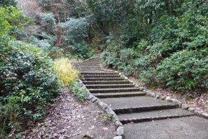 船岡山登り口の一つ