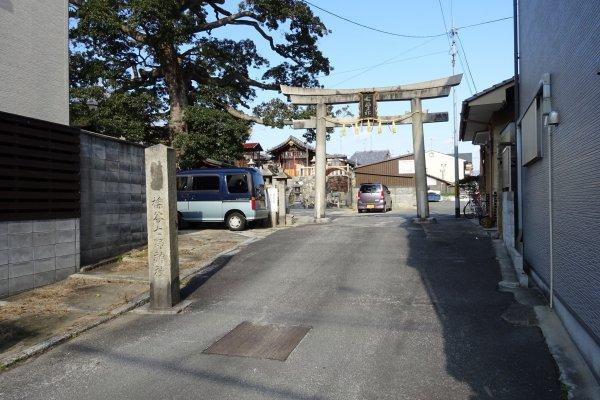 擽谷七野神社参道