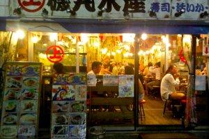 Izakaya specializing in seafood and sashimi dishes