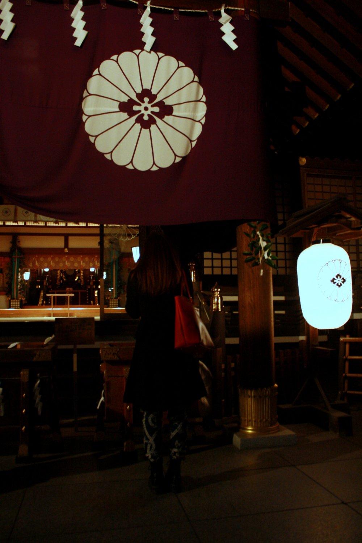 Jangan lupa memberikan nama dan alamat JapanTraveler kepada Amaterasu-mikami dan Toyouke-no-okame, yang cukup berbaik hati bekerja di dua kuil secara bersamaan, yaitu Kuil Ise Jingu dan Kuil Daijingu Tokyo, karena itu akan mempermudah kerja para dewa.