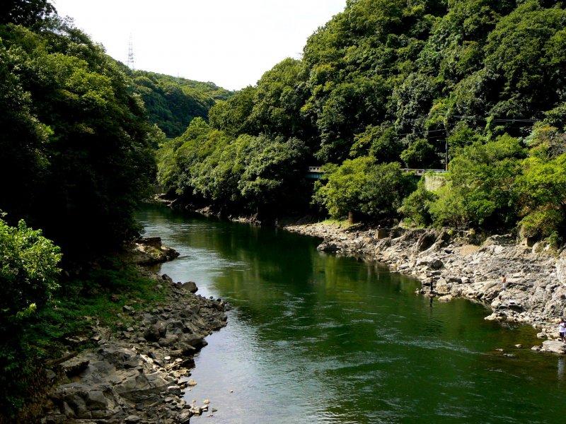 <p>The Uji River is so beautiful</p>