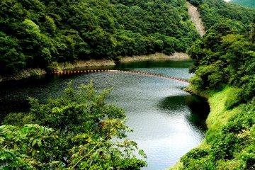 <p>Behind Amagase Dam there is a long narrow lake</p>