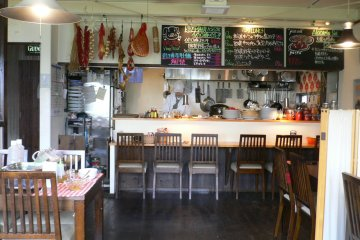 <p>They also have stylish counter seats.</p>