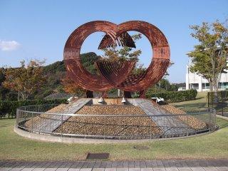 Скульптура, расположенная на подходе к стадиону