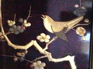 ลวดลายละเอียดลออของนกและดอกไม้ที่บ้านมิคะมิ