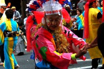 Интересно то, что в фестивалях принимают участие много пожилых людей