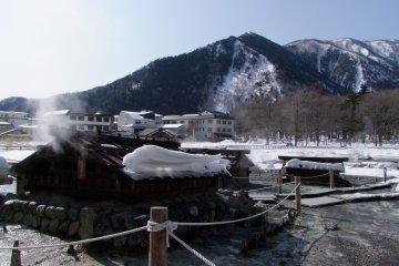 <p>Yunodaira Marsh - fountainhead of the Yumoto Onsen hot spring</p>