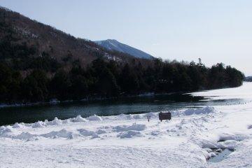 <p>Views of Yu-no-ko Lake in Yumoto Onsen</p>