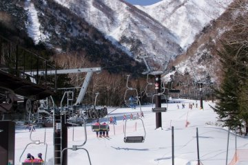 <p>Carving up the slopes in Yumoto Onsen</p>