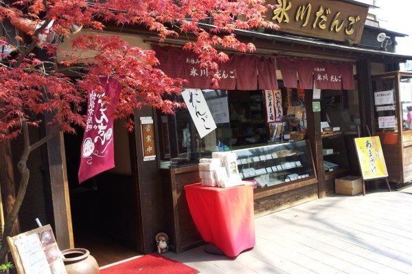 大人気の甘味処のほか、きしめん、親子丼、いなり寿司や巻き寿司などもあり、寿司やだんごは、お持ち帰りできる。だんごなどは、人気で売り切れることもあるので、気をつけて。