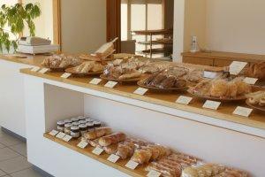 ふんわりと店内に漂う小麦の香り。丁寧に作られたパンだからこそ、持ち帰る時の心躍る感覚が味わえる。