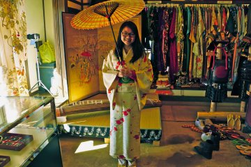 <p>Inside House #12, Hinomi-ya, where visitors can dress up in kimono and have photos taken with their own cameras</p>