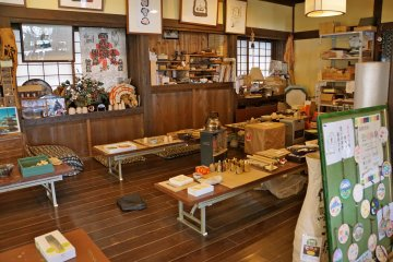 <p>There are pottery making activities for all ages. Prices range from 500yen to 7,000yen&nbsp;per course.</p>