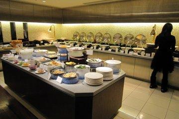「京都ロイヤルホテル&スパ」の朝食ビュッフェを堪能する