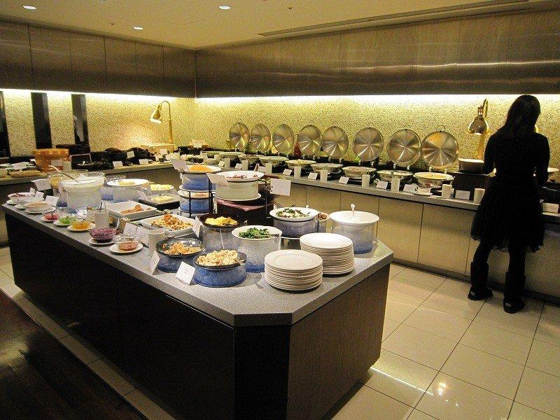 <p>El mostrador del buffet</p>