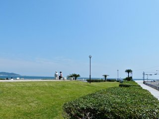 A small park next to Yui-ga-hama beach