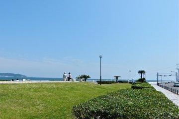 위가하마 해변 옆에 있는 작은 공원