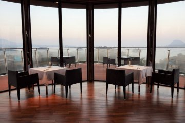 <p>Best seats in the restaurant</p>