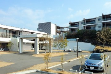 <p>The hotel and parking area</p>