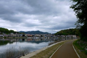 <p>Path beside the Seta River, near Ishiyama Temple</p>