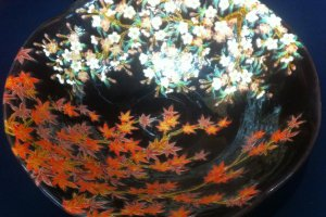 The beauty of the changing seasons is a key theme in Kiyomizu pottery
