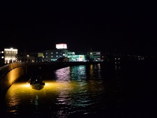 Fishing lights and city lights create the perfect harmony (Shinmachi River)
