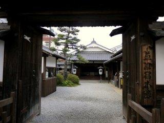 草津宿本陣の入り口。この宿はかって皇族や大名が東海道の中継地点として使用。