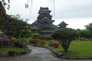 Замок Мацумото с прекрасным садом