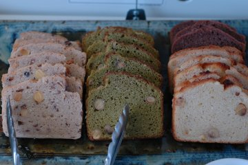 <p>Tofu breads as moist as cakes, available at the tofu lunch buffet.</p>