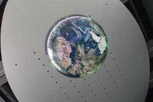 """""""Гео-космос"""", ставший символом """"Мирайкан"""" является первой в мире масштабной моделью Земли, в котором применены электролюминисцентные панели"""