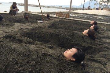 벳푸 해변에서의 모래찜질