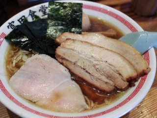 'Chuuka soba' ramen – tokusei, or deluxe, version