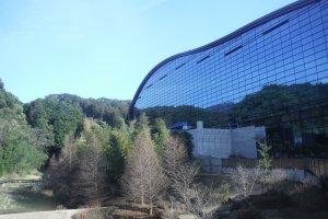 พิพิธภัณฑ์ Kyushu National Museum (อีกด้านหนึ่ง)