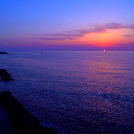 Pôr do Sol Mágico na Praia Takasu