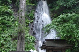 Suga-no-taki, a small waterfall where pilgrims purify themselves.