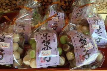 <p>Kyoto style candy in green and white.</p>