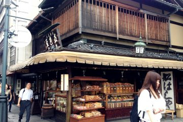 <p>Established in 1885, Funashiya has stood over the Kamogawa for over a century.</p>