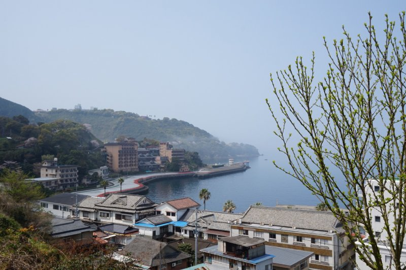 <p>The Cherry Line starts in Yunoko&nbsp;Onsen (湯の児温泉) and wraps around the coast to the south.</p>