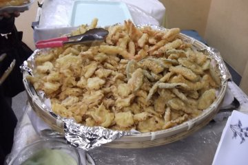 <p>The mountain of dinner tempura</p>