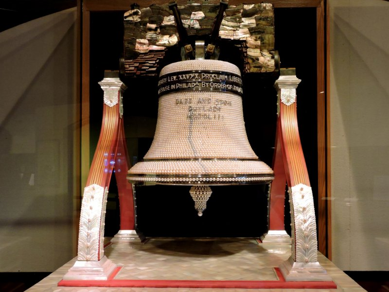 <p>Model of the United States&#39; Liberty Bell made entirely of pearls</p>