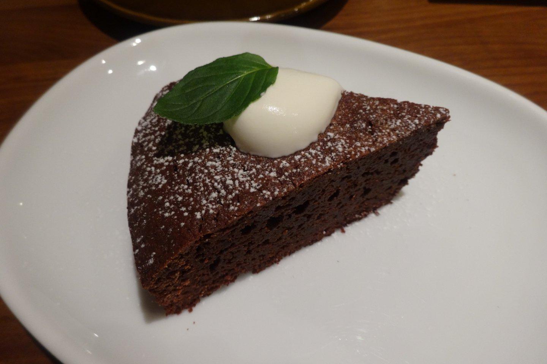 Превосходный шоколадный торт ручной работы в кафе Минори