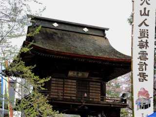 Second floor and roof of Sanmon Gate