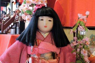 <p>This large doll had a beautifully arranged obi sash</p>