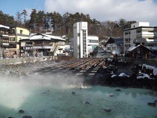 Đây là Yubatake nằm ở cuối phố Onsen