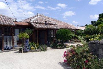 독특한 류큐 건축양식을 가진 다카토미 주택들