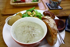 The tasty soup set comes with homemade bread and a healthy salad.
