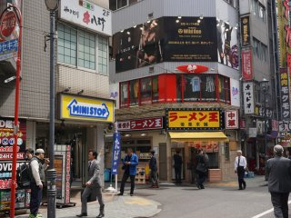 The Vibe Bar Wild One is located 5-minutes walking distance from Shibuya Station (HachikoExit) or right outside West exit of Keio-Inogashira Line.