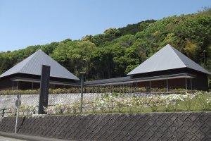 Музей имеет характерный крышу
