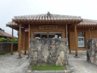 Даже почтовое отделение на Такетоми охраняет сиса